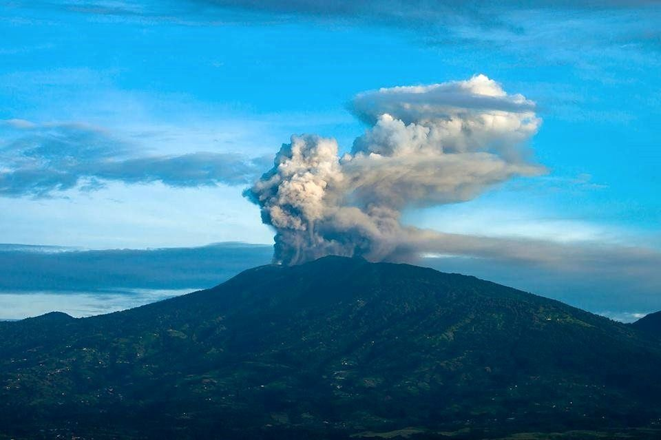 Turrialba, the 02.06.2016 / 5:20 - photo Alberto Alvarado via RSN