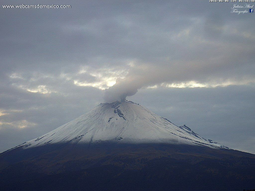 Le Popocatépetl le 06.06.2016 / 6h56 - photo WebcamsdeMexico
