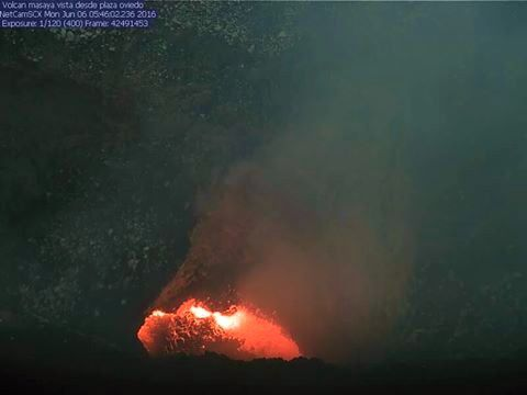 Masaya - the lava lake on 06/06/2016 / 5:42 - phto webcam Ineter