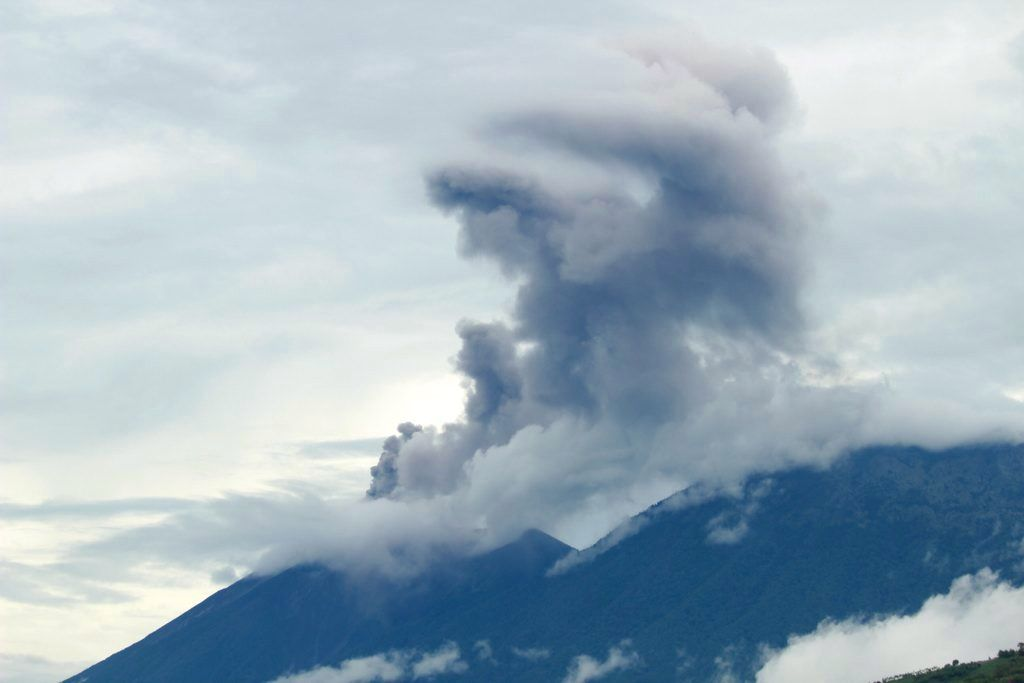 Volcán de Fuego - 07/06/2016 activity view from Antigua Guatemala. - La Prensa Libre