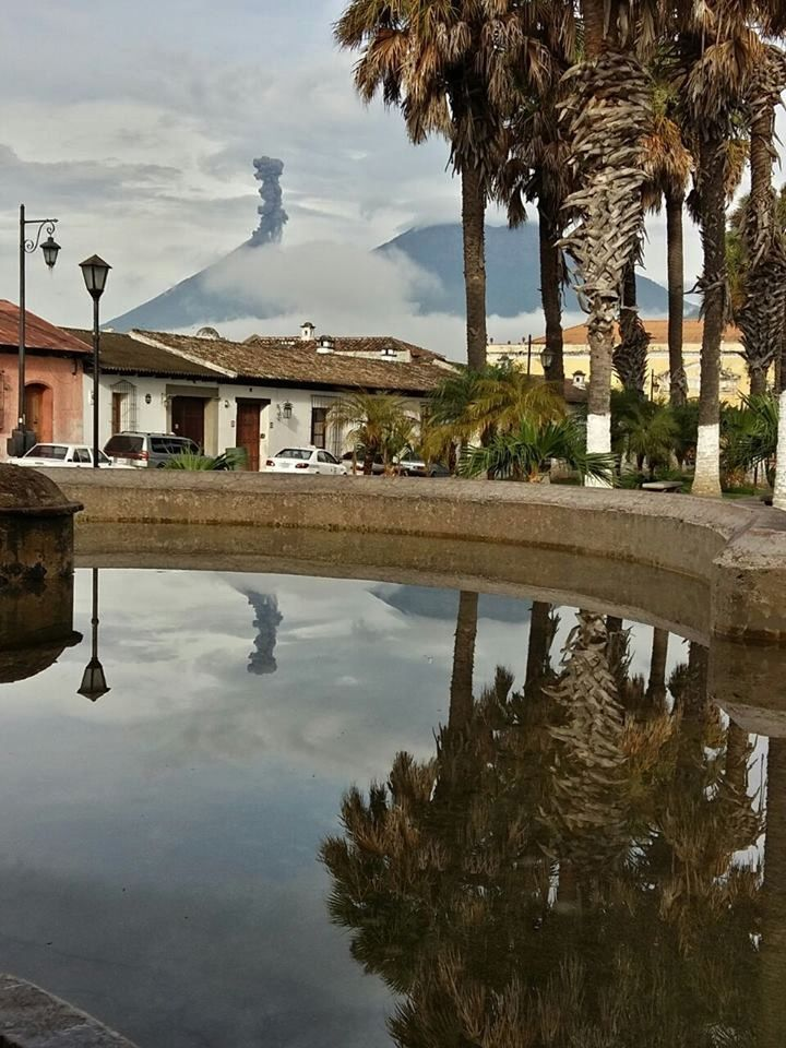 Exxplosion au Fuego le 07.06.2016 vue d'Antigua - photo  Lucía Rivera via Clima Guatemala