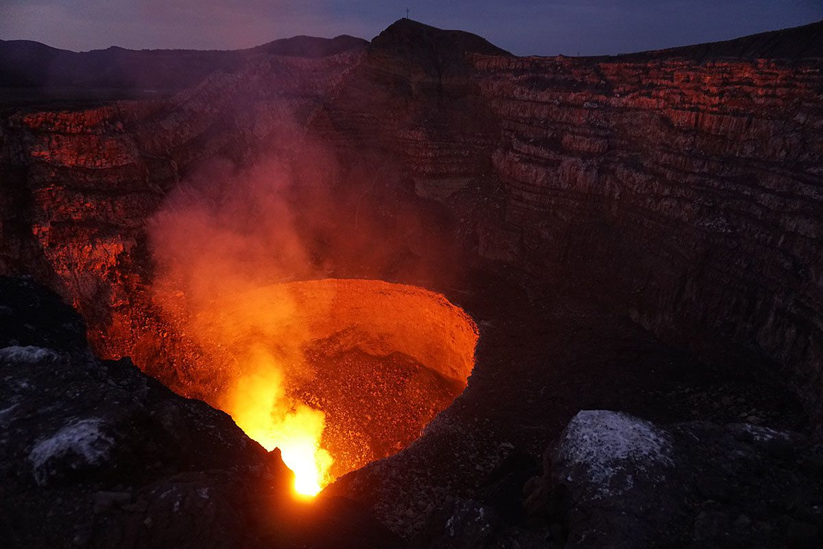 The crater and the lava lake of Masaya - photo Thorsten Boeckel - click on the link to access its website: http://www.tboeckel.de/EFSF/efsf_wv/masaya%202016/Masaya%202016%20e.htm