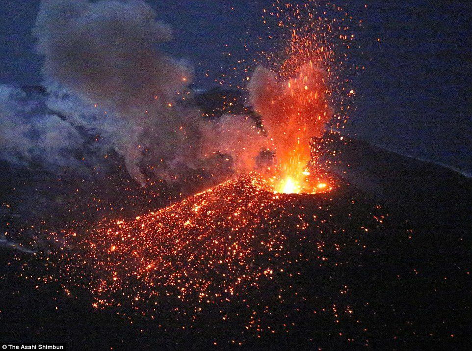 Strombolian activity in the cone of Nishinoshima 03.04.2015 - photo Asahi Shimbun
