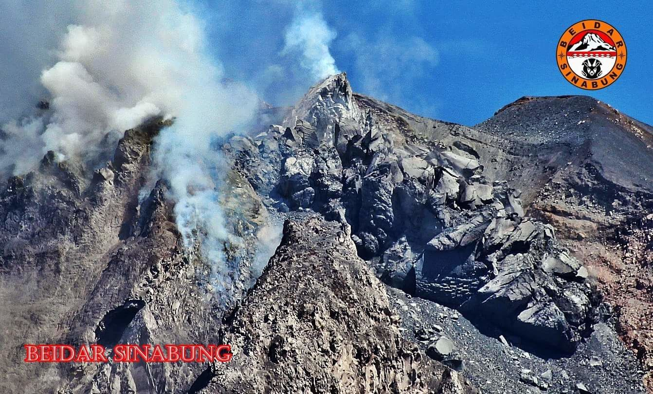 Sinabung, the dome in imbalance 10.06.2016 - photo Hasron David Ginting via Beidar Sinabung
