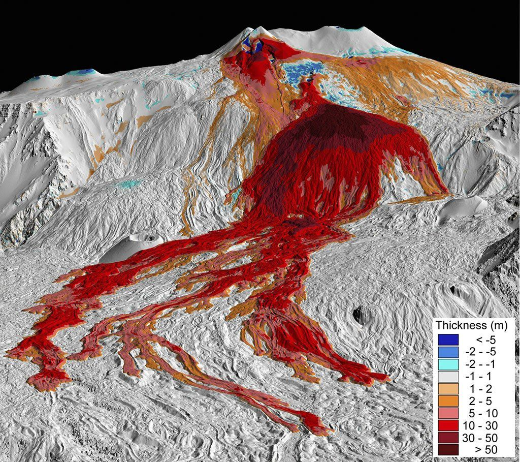 3D perspective view showing the thickness of deposits, mainly lava flows, issued between 2007 and 2010 calculated from LIDAR DEM successive differences. Source resolution DEM: 1 meter-Perspective: 105 ° azimuth and elevation angle of 15 ° - Graphical processing: INGV Pisa.