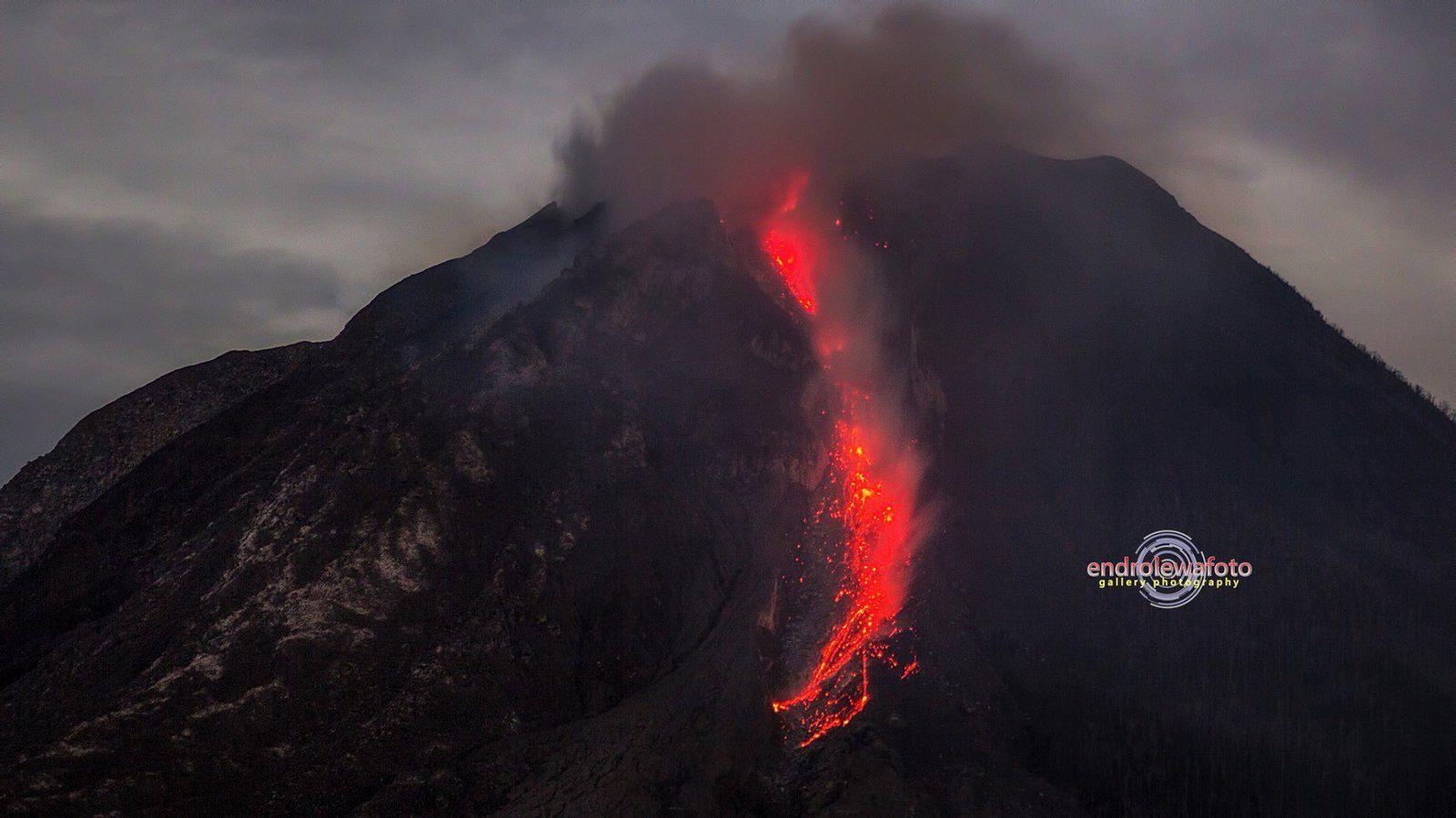 Sinabung - 17.06.32016 / 23h32 - photo Endro Lewa