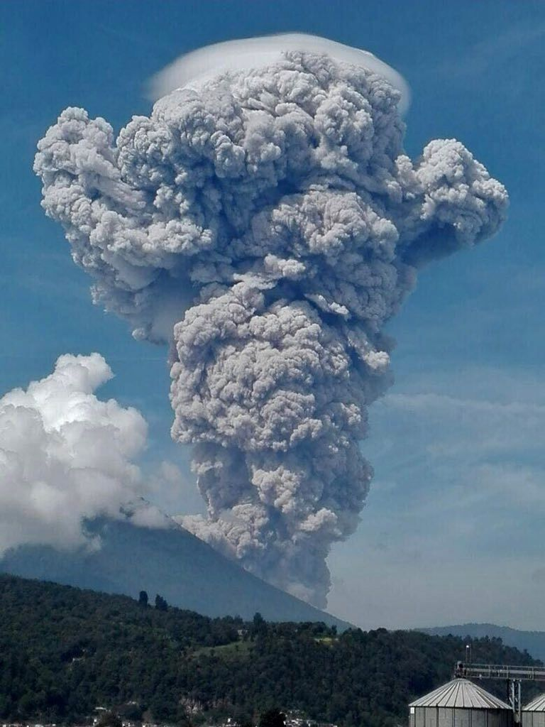 Santiaguito and the plume of ash and gas, wearing his pileus - photo by EU 06/17/2016 Xela / Clima Guatemala via Twitter