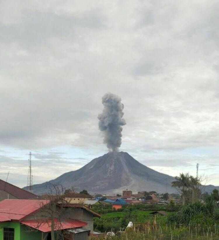 Sinabung - 19.06.2016 / 7h04 - photo PVMBG / Instagram