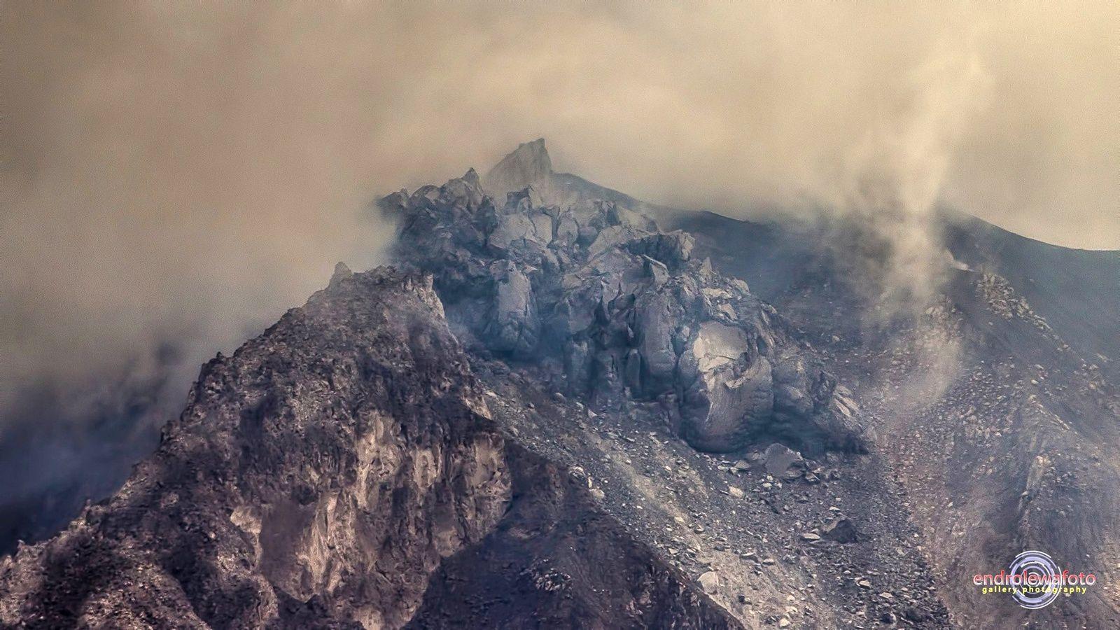 Sinabung - en haut, le dôme le 19.06.2016 / photo Firdaus Surbakti via Beidar Sinabung - en bas, le dôme, le 14.06.2016 /12h46 / photo endro Lewa