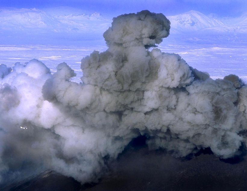 Hekla eruption - the plane to the left gives the wide of ash plume - photo RAX / Visir.is, undated