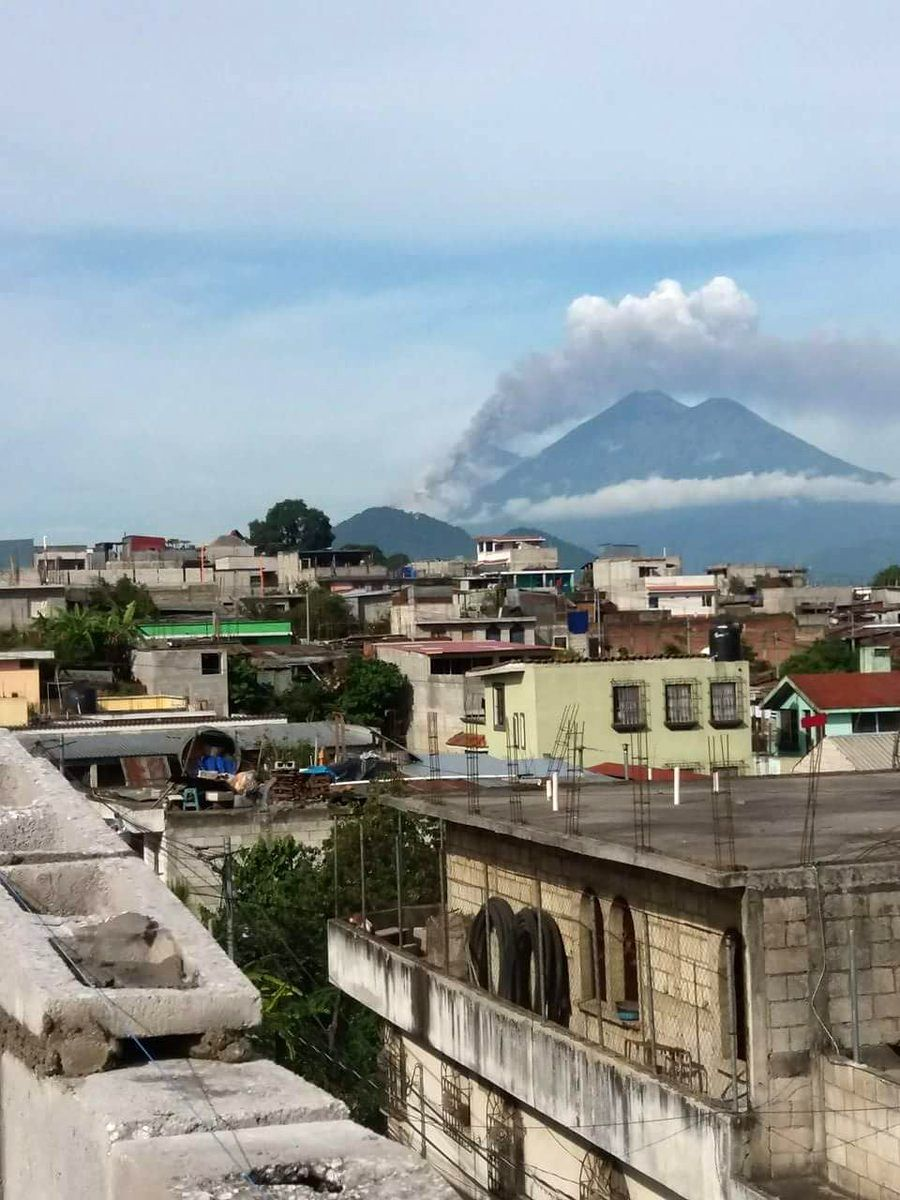 Fuego de Sacatepequez Sumpango - eruption 06/25/2016 - Saca star news / Twitter