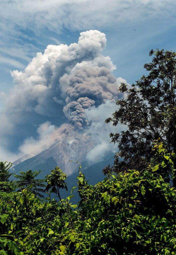 Fuego spectaculaire ce 25.06.2016 - photo par Carlos Green (708x1024)