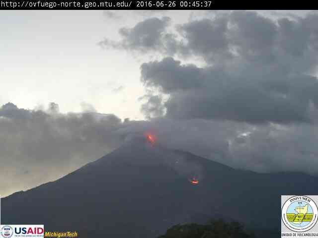 Fuego - summital activity and lava flow the 06.26.2015 at 0:45 loc - webcam INSIVUMEH