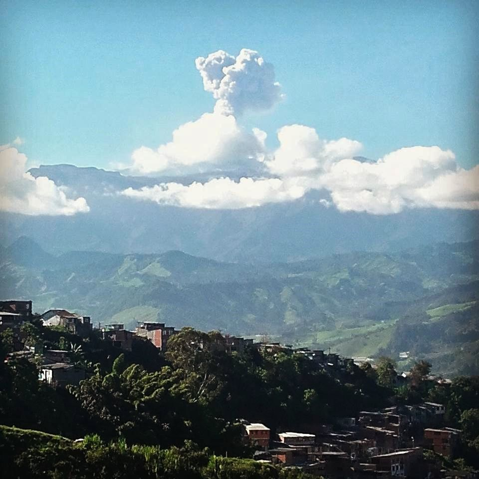 Nevado del Ruiz -  ashes emission of 27.06.2016 - photo SGC Manizales