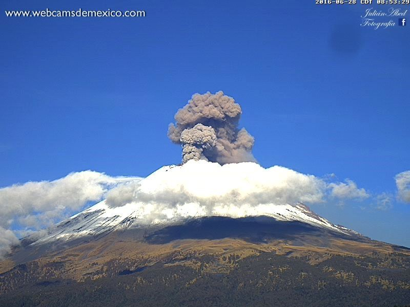 Popocatépetl - one of the explosions, on 28.06.2016 / 8:53 - photo WebcamsdeMexico.