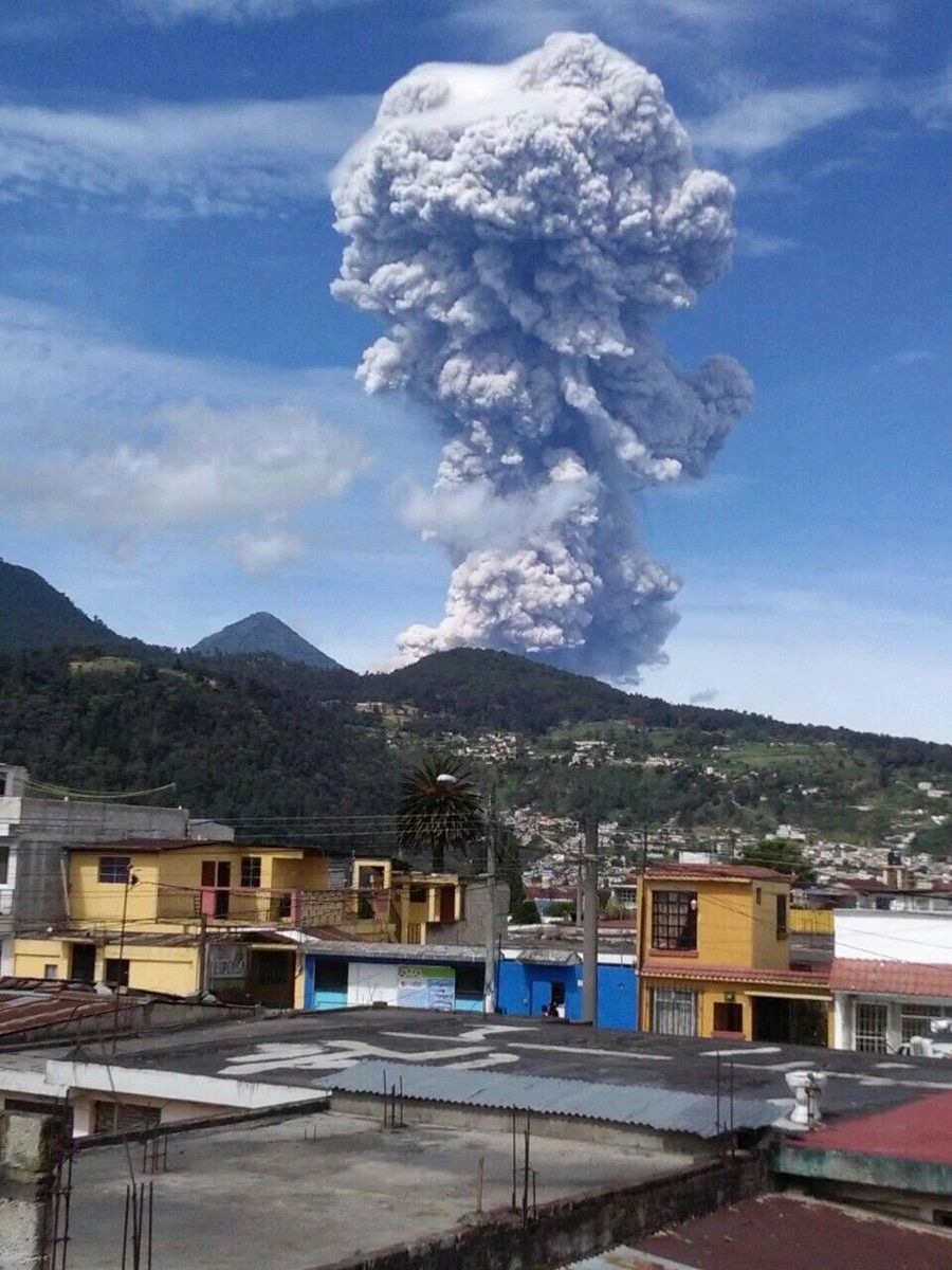 Santiaguito - big explosion 01.07.2016 / 9:20 view from Quetzaltenango - photo Conred