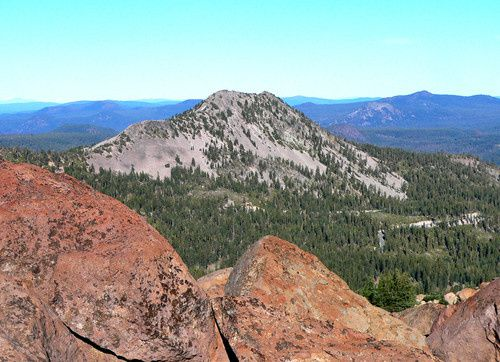 Lassen Volcanic center : Reading peak vu de Bumpass Mt.  - photo Summitpost