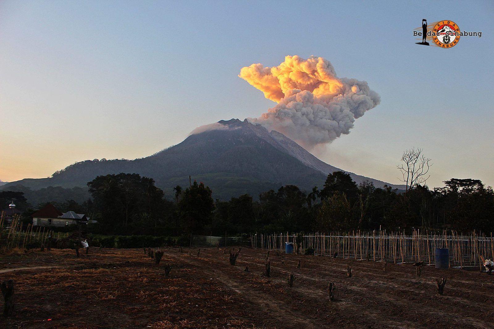 Sinabung -  03.07.2016 / 18h29 - photo Firdaus Surbakti via Beidar Sinabung