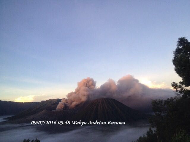 Bromo - activity 07.09.2016 / 5:48 - photo via Sutopo Purwo Nugroho