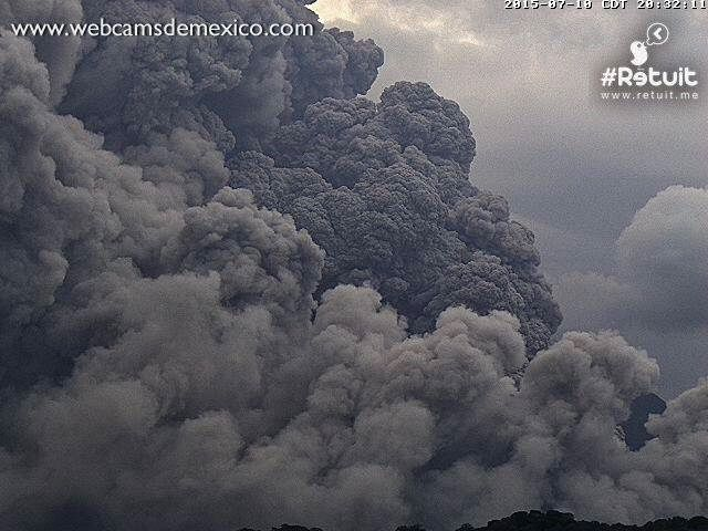 Colima - pyroclastic flow of 10/07/2015 / 8:32 p.m. loc - WebcamsdeMexico