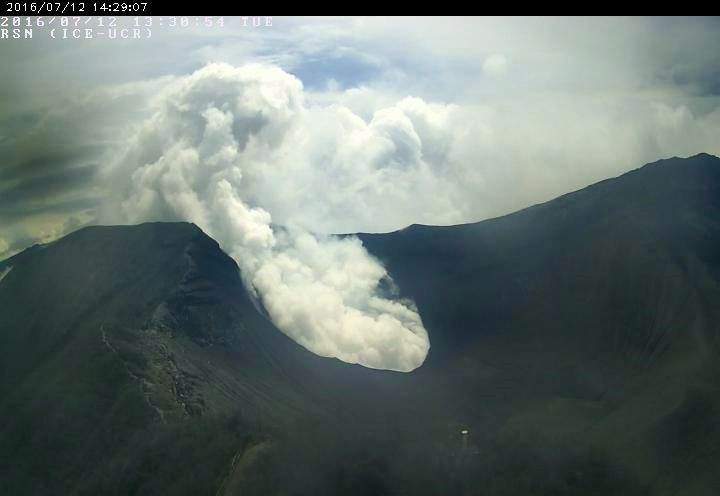 Turrialba - gas and steam emissions  07.12.2016 / 1:38 p.m. - RSN webcam