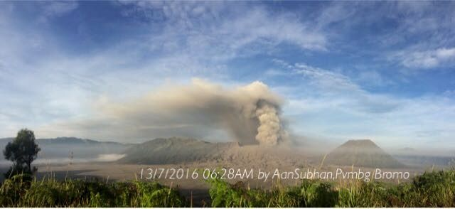 Bromo - 07.13.2016 / 6:28 - photo Subhan Aan / PVMBG