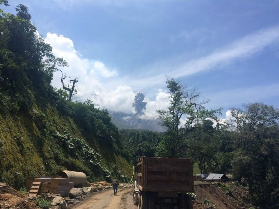 Santiaguito - 07/15/2016 Fumarole without explosion or impact on the complex area - photo Conred