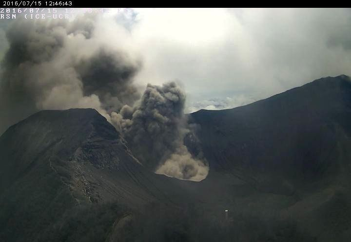 Turrialba - émission passive de cendres le 15.07.2016 / 12h46 - webcam RSN