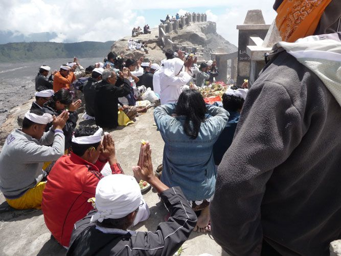Bromo - fête du Kasada - image d'archives