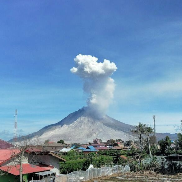 Sinabung - 21.07.2016 / 10h12 locale - photo PVMBG Instagram