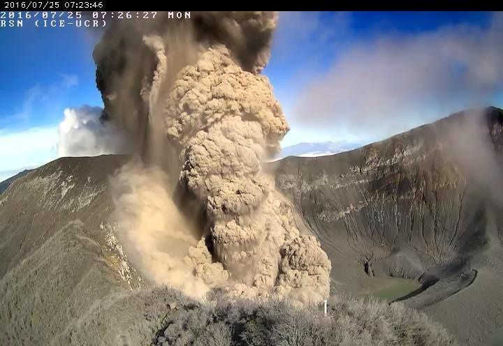 Turrialba - 07.25.2016 / 7:26 - little pyroclastic flow inside the crater, while the plume rises - RSN webcam