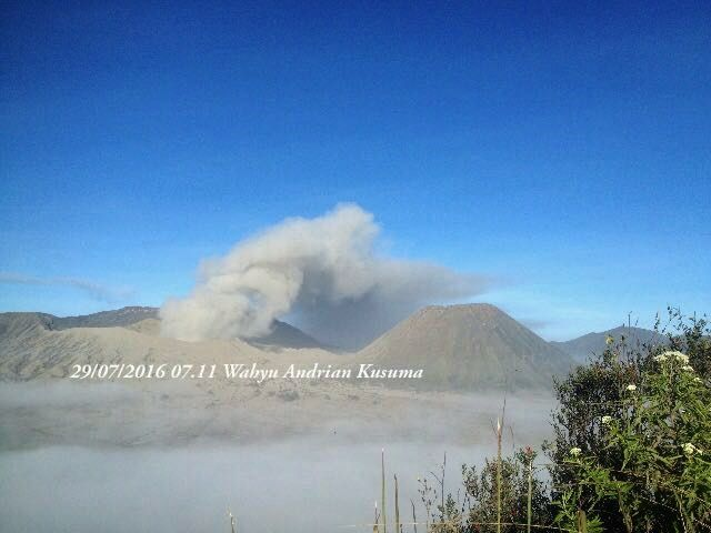 Bromo - 29.08 / 7.2016 / 7:11 Local - photo BPBD Jatim