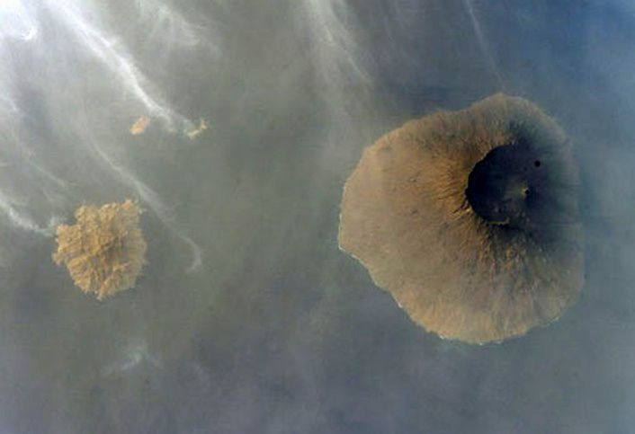 Fogo and Brava - seen from ISS004-E-10729 / 27.04.2002