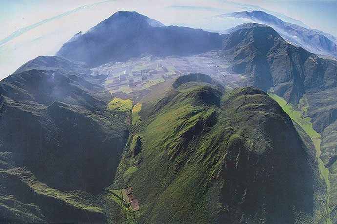 Caldera de Pululagua - photo Jorge Anhalzer via Th.Toulkeridis