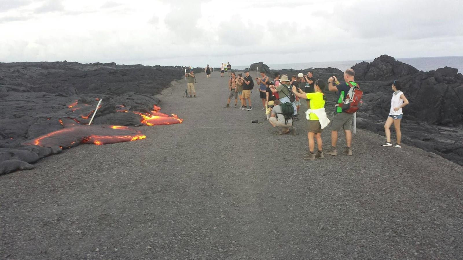 On August 8, a second lava lobe 61G casting crosses the coastal road - photo NPS / Shyla Ronia