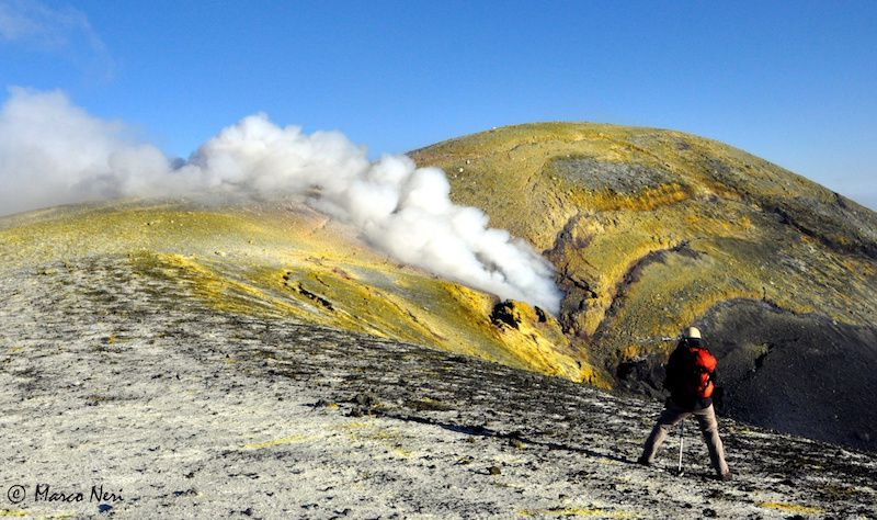 Etna Voragine - the new pit crater and gas emission - photo Marco Neri in the Gazzetta Siracusianana