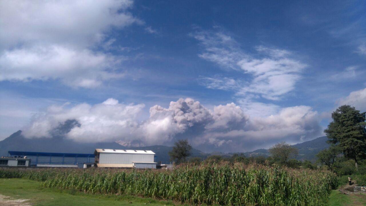 Santiaguito - panache de la 2° explosion du 16.08.2016 - photo @OswaldoCelQ via elQuetzalteco / Twitter