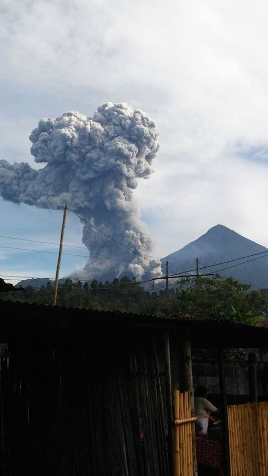 Santiaguito - development of eruptive plume and pyroclastic flows of 18.08.2016 - pictures Conred