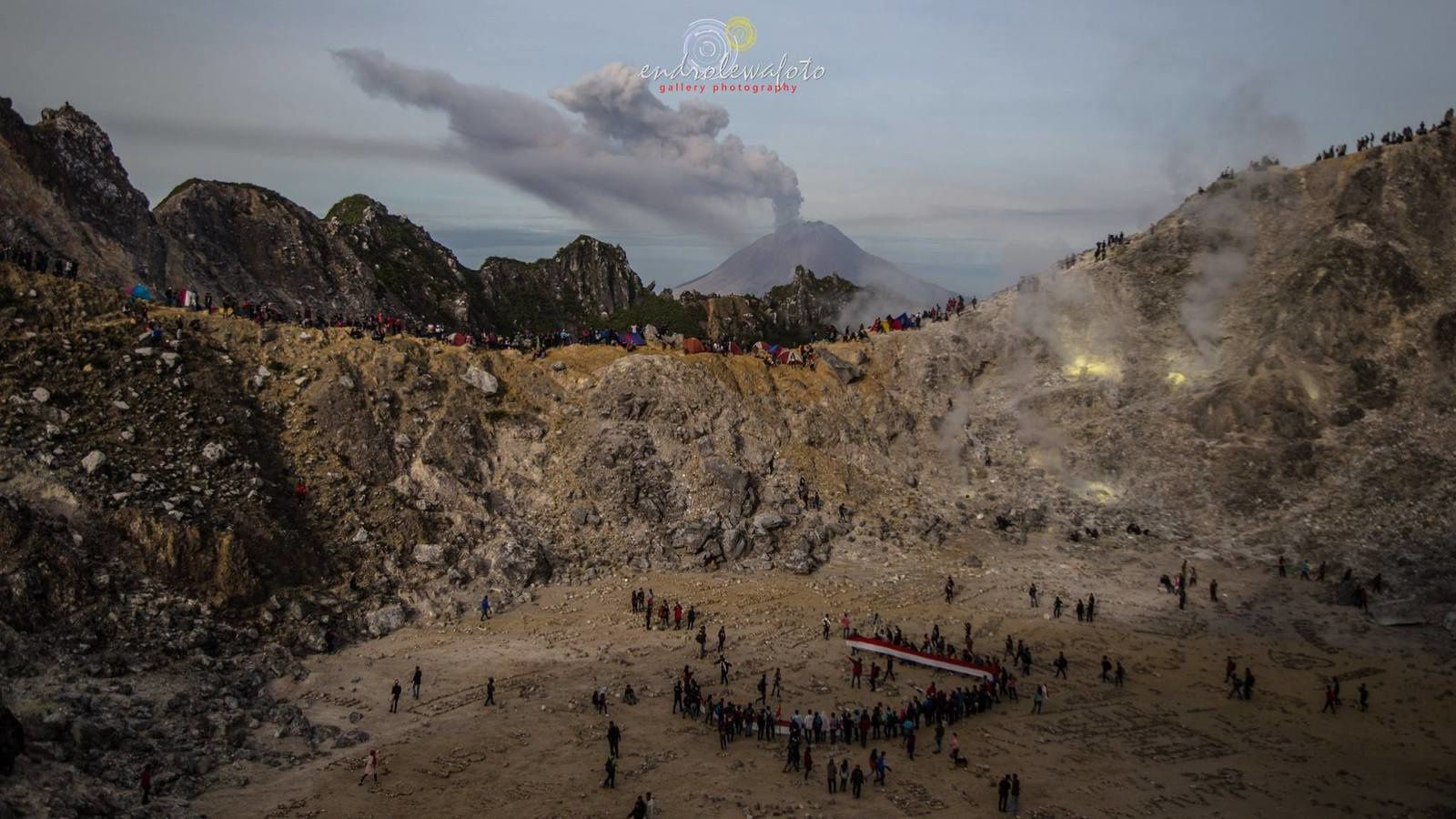 The Sinabung in activity seen from the Sibayak, the 08/17/2016, the Merdeka Day - photo Endrolewa