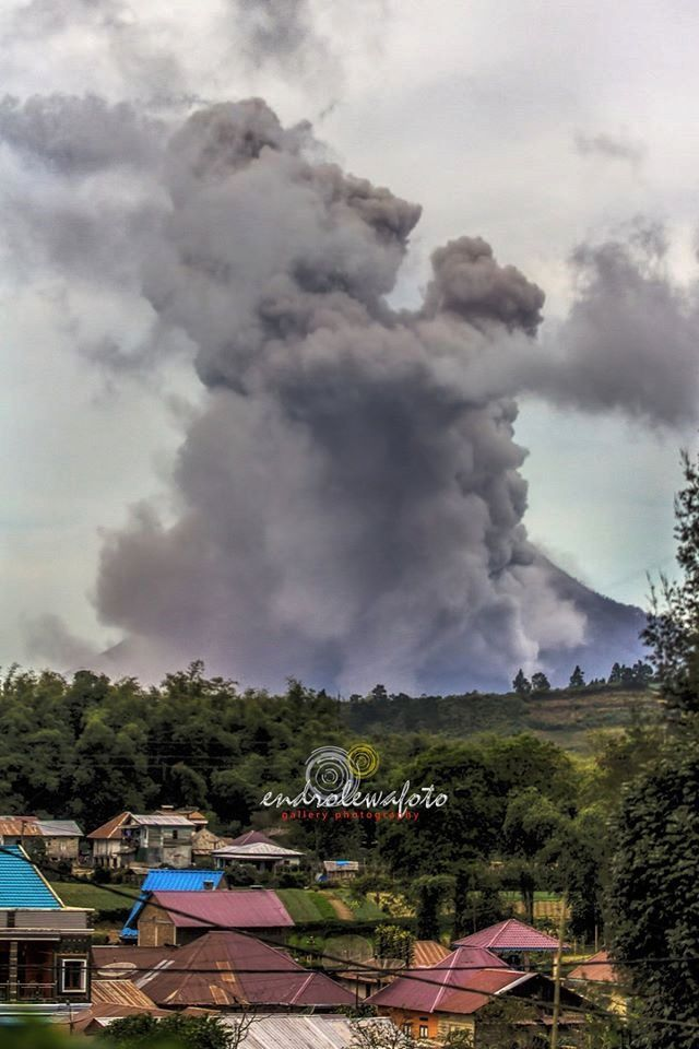 Sinabung - explosion 08.21.2016 / 9:09 - photo Endrolewa