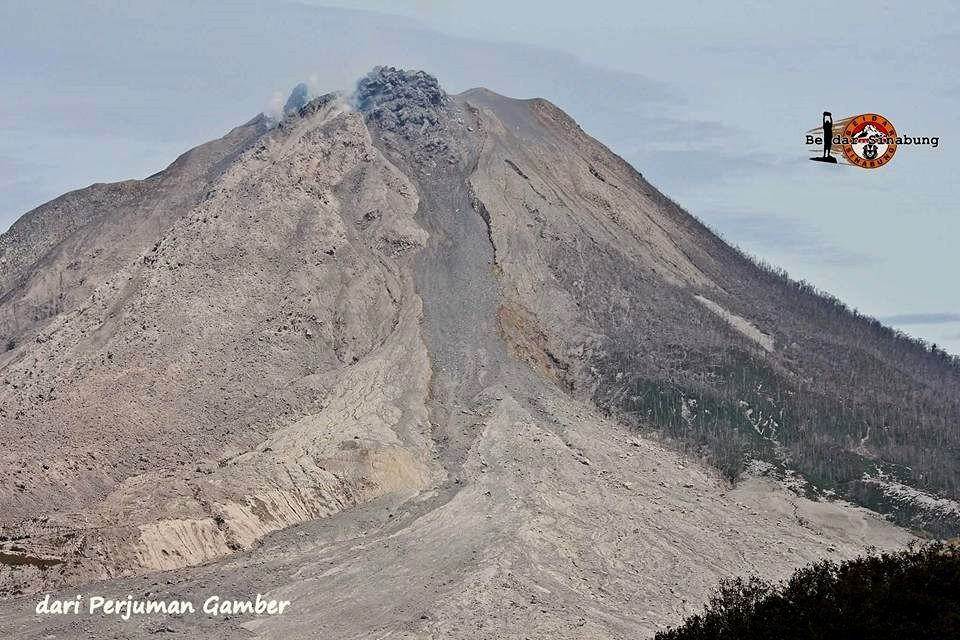 Sinabung and dome threatening 8/20/2016 - photo Hasron David Ginting / Komunitas Beidar Sinabung