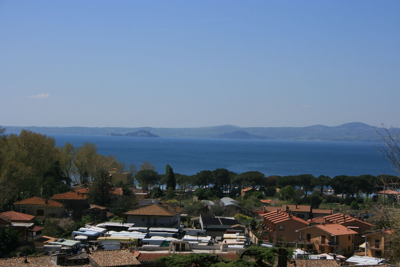 Lake Bolsena, and Bisentina and Martana islands, two cones tuffs.- picture Kweedado2
