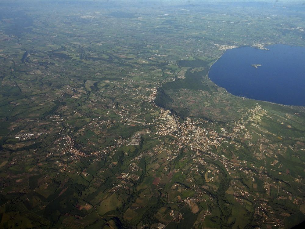 Caldera Montefiascone, lakeside Bolsena Caldera - see the geological map at the beginning of item - photo RaBoe.