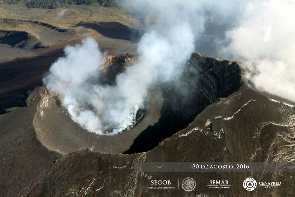 Popocatépetl - overview of 08.30.2016 - the dome is sprayed, leaving a crater 300 m. in diameter - photo CENAPRED