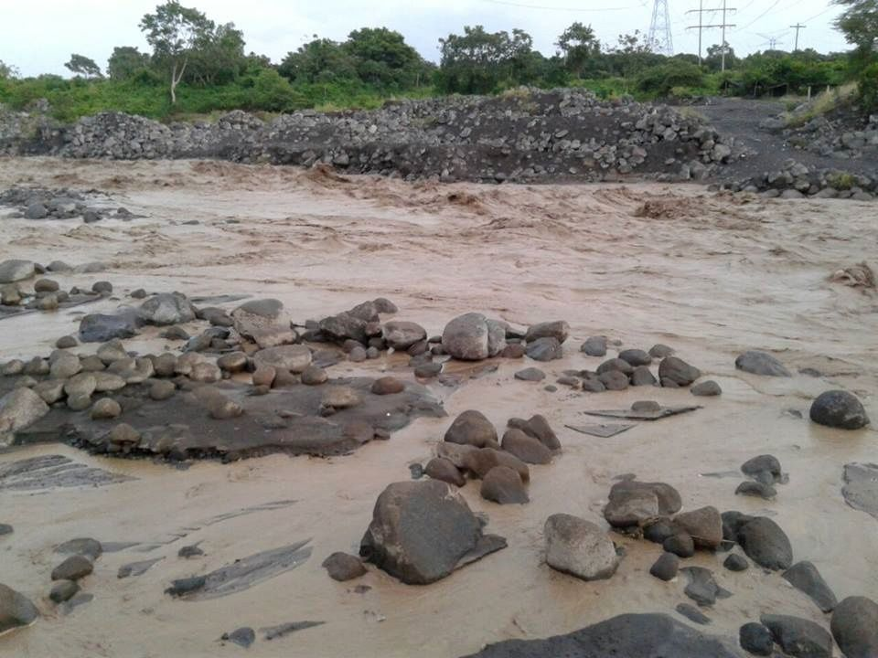 Santiaguito - 08/30/2016 - moderate lahar in the course of the rivers Nima I and San Isidro - photo Conred