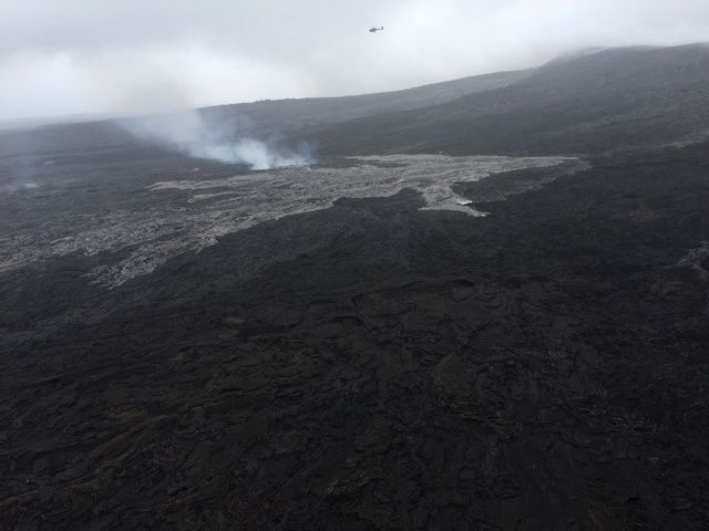 61g lava flow - new breakout on the side of Pu'u O'o '- photo Volcano helicopters