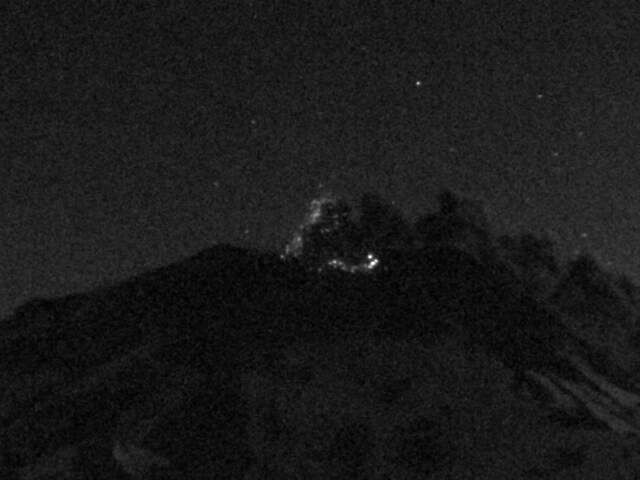 Nevados de Chillan - 03.09.2016 / 8:29 p.m. - ash and incandescent fragments expulsion - webcam SERNAGEOMIN