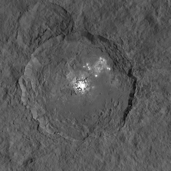 Ceres, another clearer picture and more precise (1 pixel = 140 meters) taken in September 2015 - Doc. NASA / JPL Caltech / UCLA / MPS / DLR / IDA