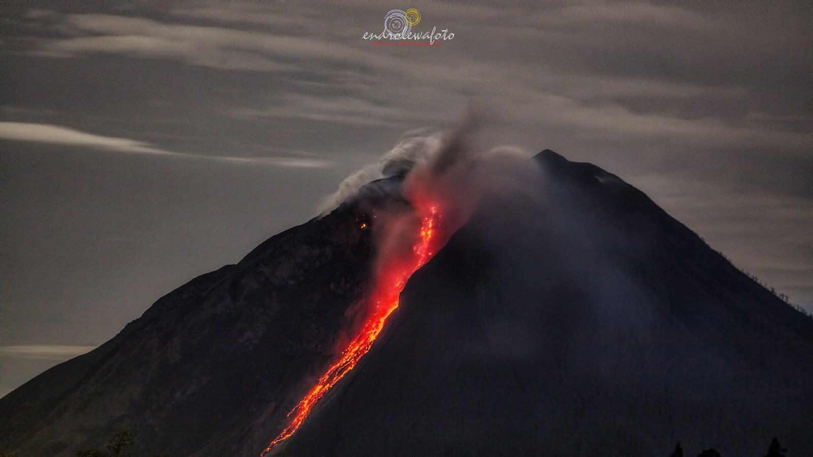 Sinabung - the partial collapse of the dome 09/10/2016 / 10:00 - 10:01 p.m. - Photos endro Lewa