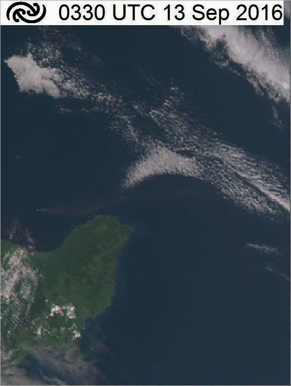 White island - visible plume in the center-left of the true-color image of the JMA 09/13/2016 - 3:30 UTC transmitted by Linda / MetService New Zealand.